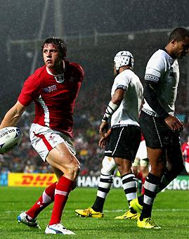 Gales clasificó goleando